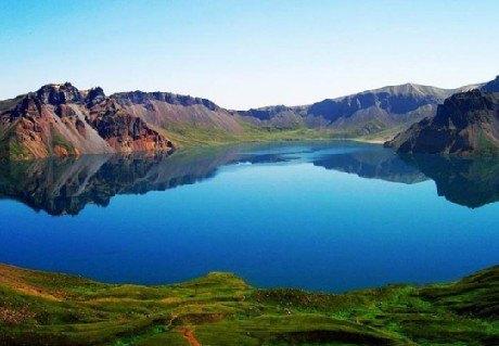 天山风景名胜区分为白石头,鸣沙山,松树塘,天山庙和寒气沟五个景点.